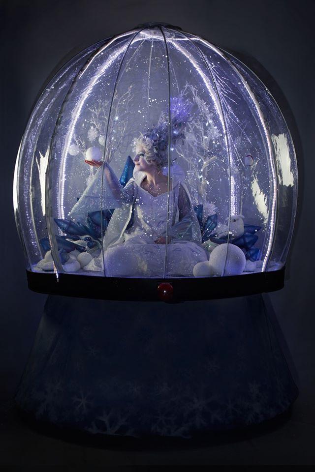 Snow Globe – Christmas Extraviganza